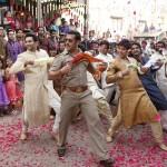 Salman Khan and Nandish Sandhu(Left) in 'Dagabaaz Re' from Dabangg 2