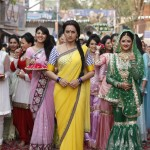 Sonakshi Sinha and Rashmi Desai( Right) in 'Dagabaaz Re' song from Dabangg 2